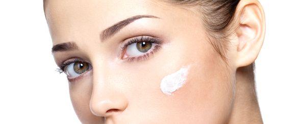 por qué aparecen las manchas en la piel